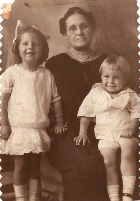 Mary Elizabeth Kemp Dobbs w Elizabeth Dobbs and Charles William Dobbs